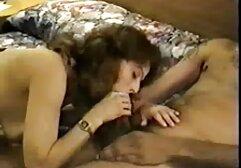 नीग्रो अपने मुंह सेक्सी मूवी हिंदी फिल्म में एक पूरा कॉकसुकर देता है और उसे सोफे पर गुदा में चोदता है