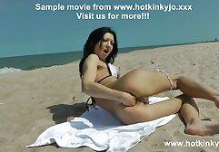 नीचे पहनने के कपड़ा में सुंदर लैटिना बड़े स्तन और बिल्ली की सेक्सी इंग्लिश मूवी चूत को दर्शाता है
