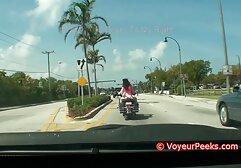 टायर के एक वीडियो सेक्सी मूवी पहाड़ के पास एक लाल नाइटी में एक श्यामला एक थरथानेवाला के साथ खुद को fucks