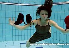 कियारा विंटर्स पूल में नग्न हो जाती है और सेक्सी फिल्म फुल वीडियो अपनी चूत को सहलाती है